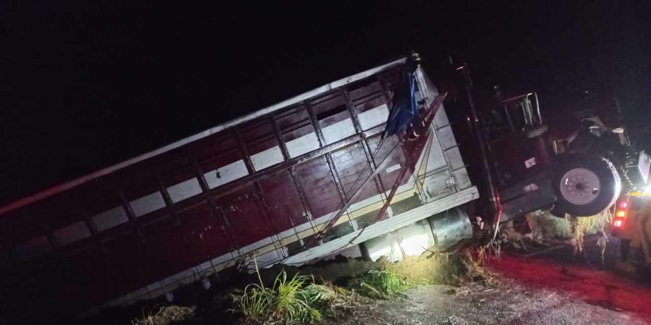 Se accidenta torton cerca de Pinotepa   El Imparcial de Oaxaca