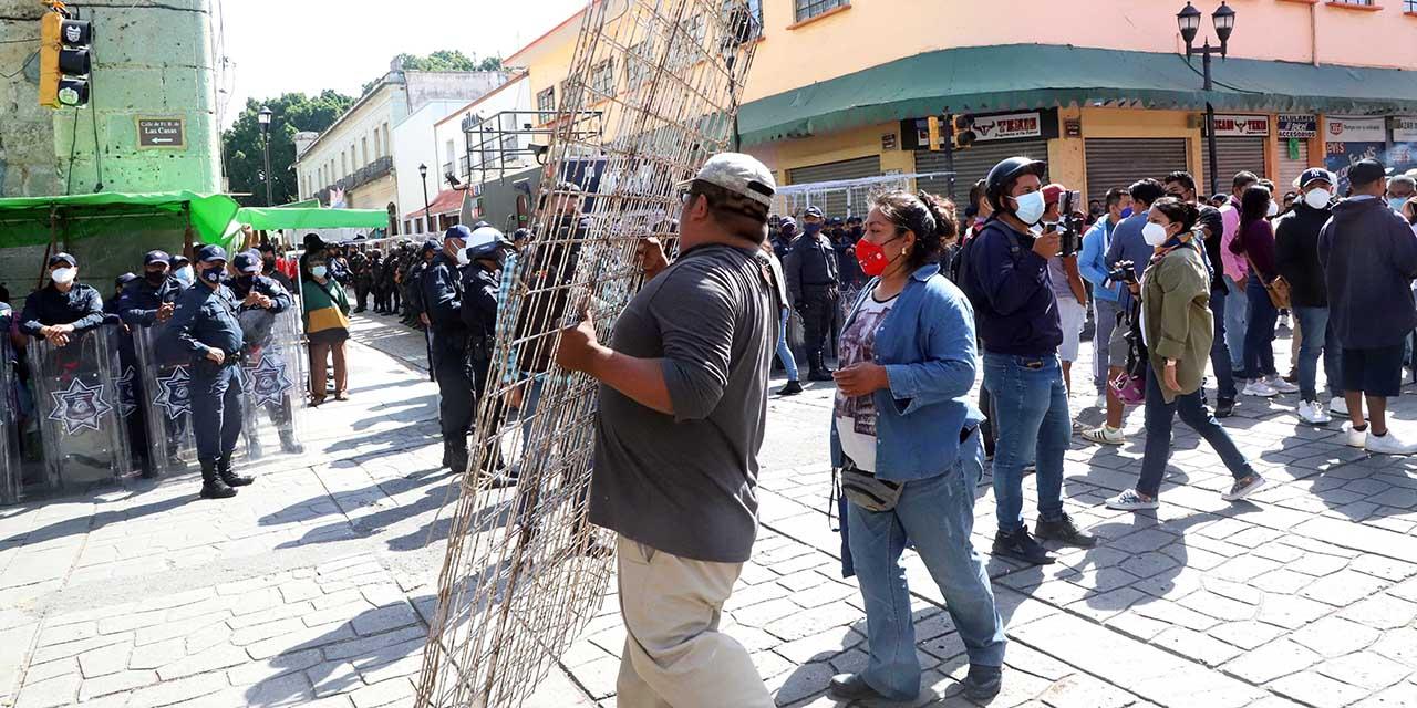 Líderes y comerciantes acusan falta de palabra y cobros exorbitantes | El Imparcial de Oaxaca