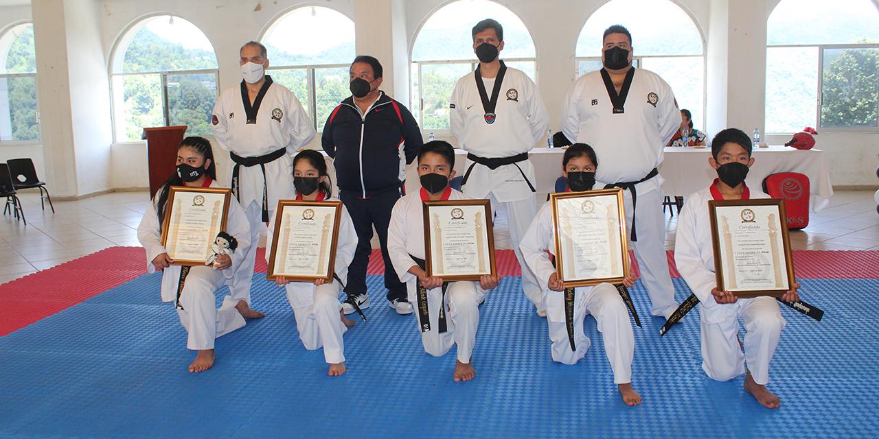 5 jóvenes de Huautla recibieron sus Cintas Negras en Taekwondo | El Imparcial de Oaxaca