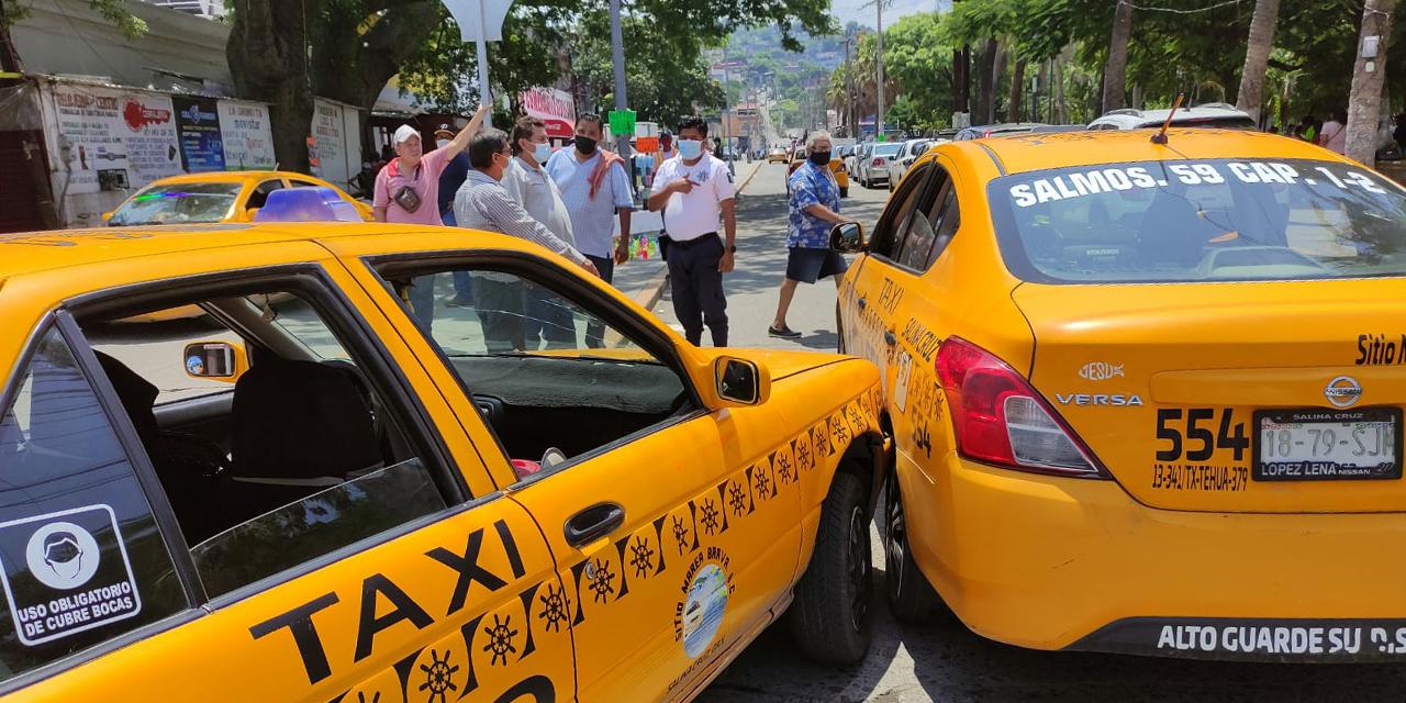 Chocan taxis del mismo sitio en Salina Cruz | El Imparcial de Oaxaca