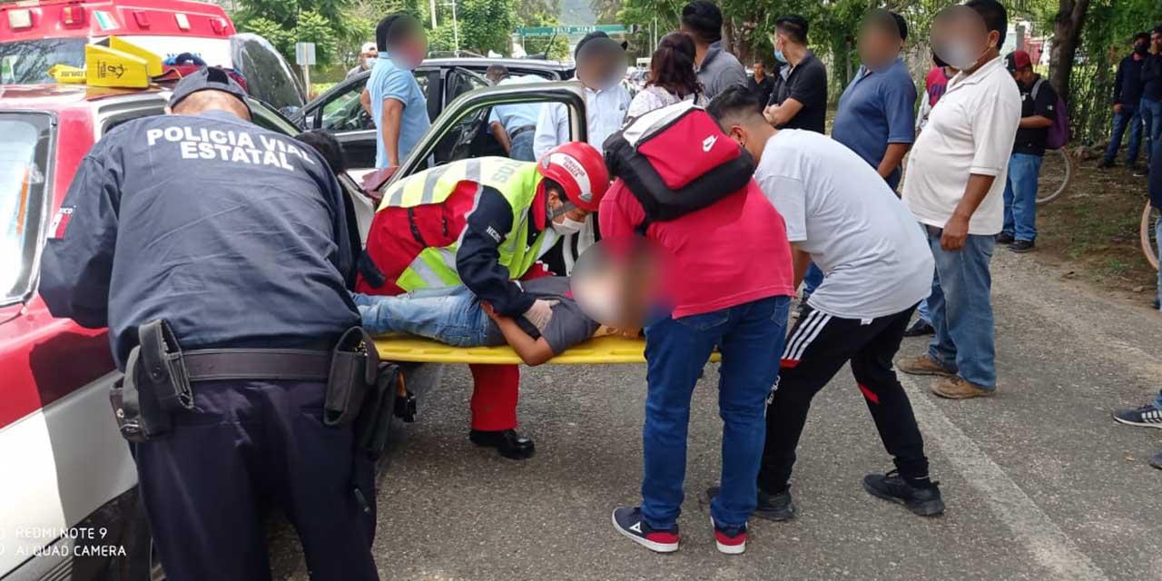 Choque deja cuatro heridos y destrozos | El Imparcial de Oaxaca