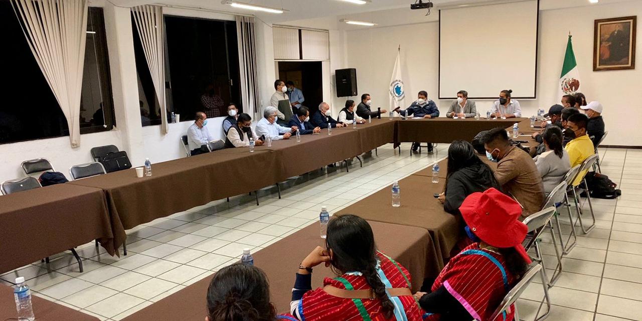 Ante la presencia del Gobierno del Estado, se levanta bloqueo en Carretera Federal 190 | El Imparcial de Oaxaca