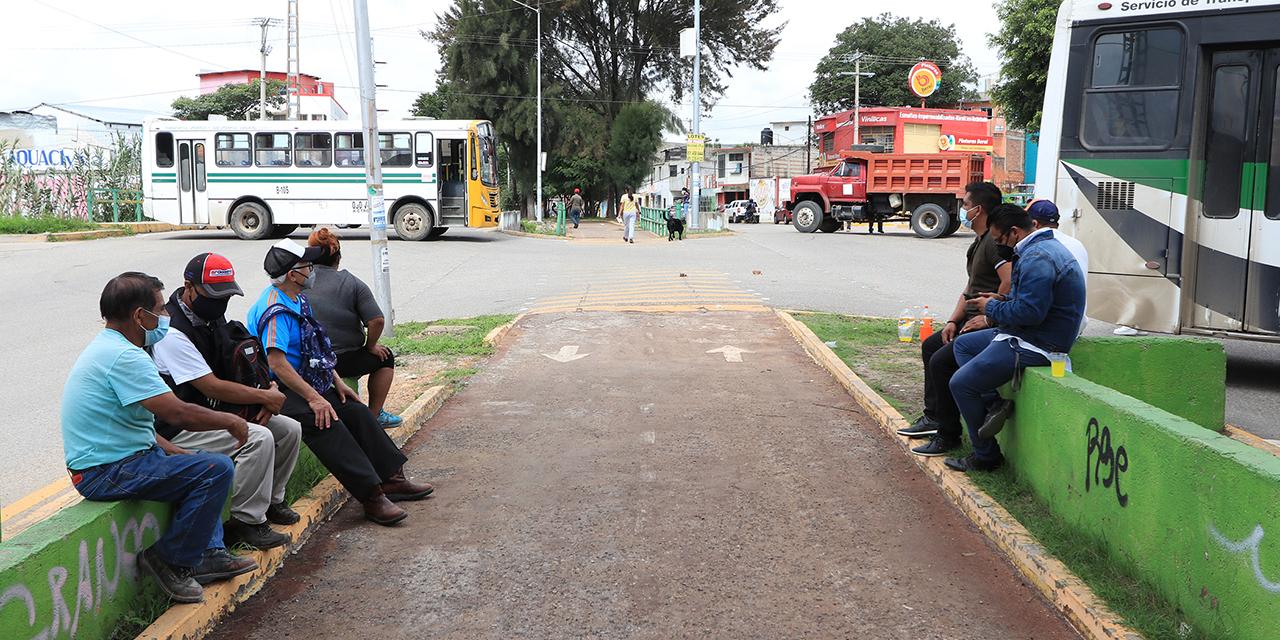 Con bloqueo, exigen en Santa Lucía atención a red sanitaria   El Imparcial de Oaxaca