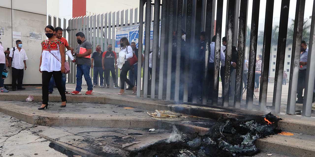 Estallan protestas en el Congreso Local | El Imparcial de Oaxaca