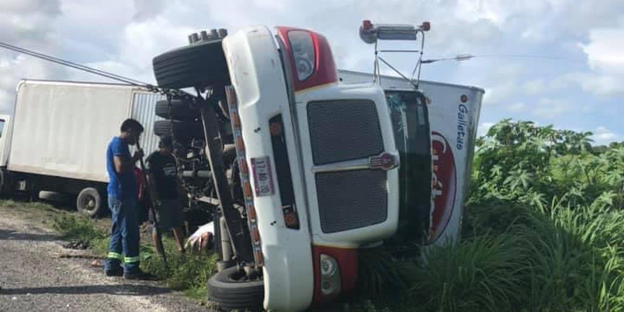 Vuelca camión de carga   El Imparcial de Oaxaca