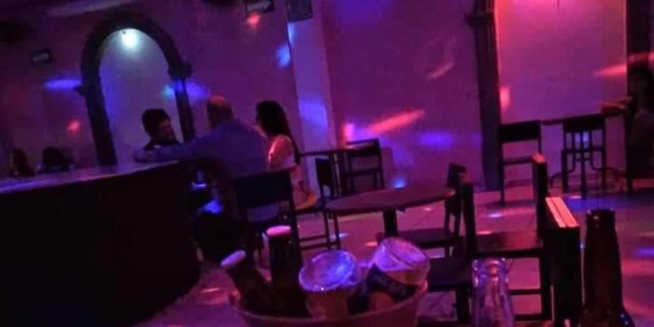Captan a director de bares de Salina Cruz tomando alcohol durante semáforo rojo   El Imparcial de Oaxaca