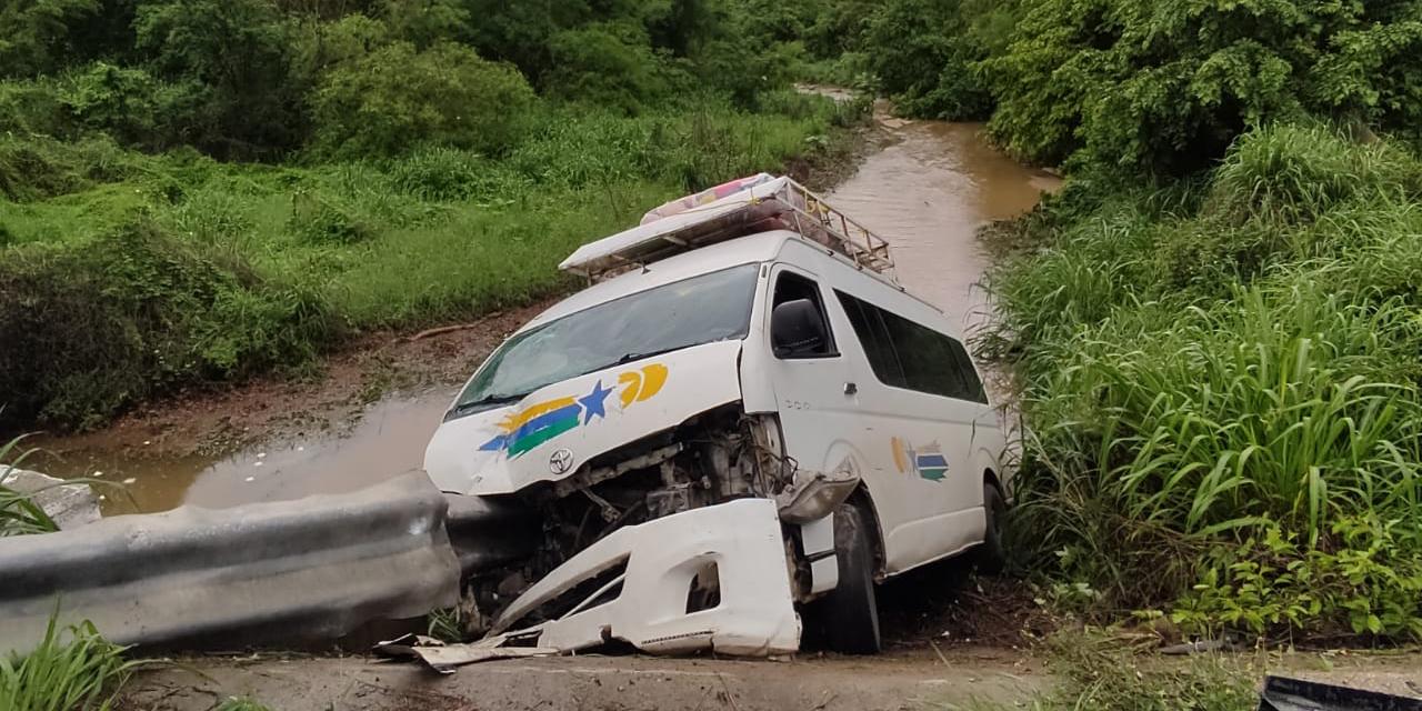 Volcadura en vía federal con rumbo a la Costa de Oaxaca | El Imparcial de Oaxaca