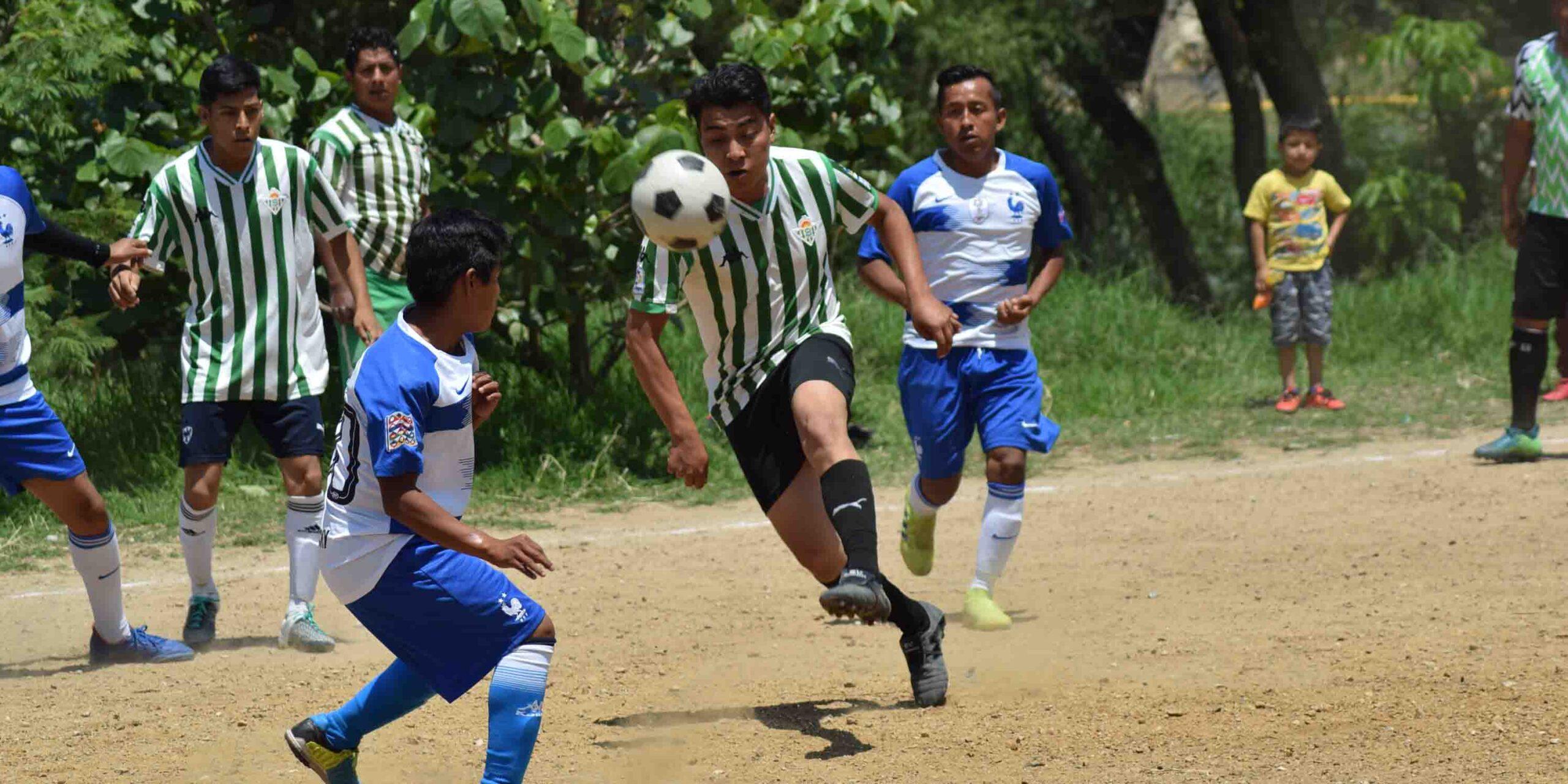"""Los """"dementes"""" expondrán liderato de la liga de fútbol Libertad   El Imparcial de Oaxaca"""