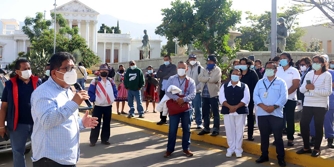 Soluciones, no más minutas: exigen empleados del Civil | El Imparcial de Oaxaca