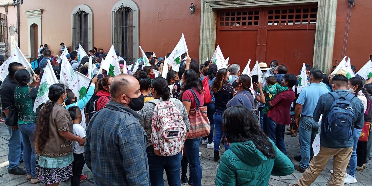 Afodepo bloquea avenida Juárez a la altura de Casa Oficial