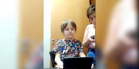 Niño con leucemia graba su corte de pelo; conmueve el mensaje a su mamá | El Imparcial de Oaxaca