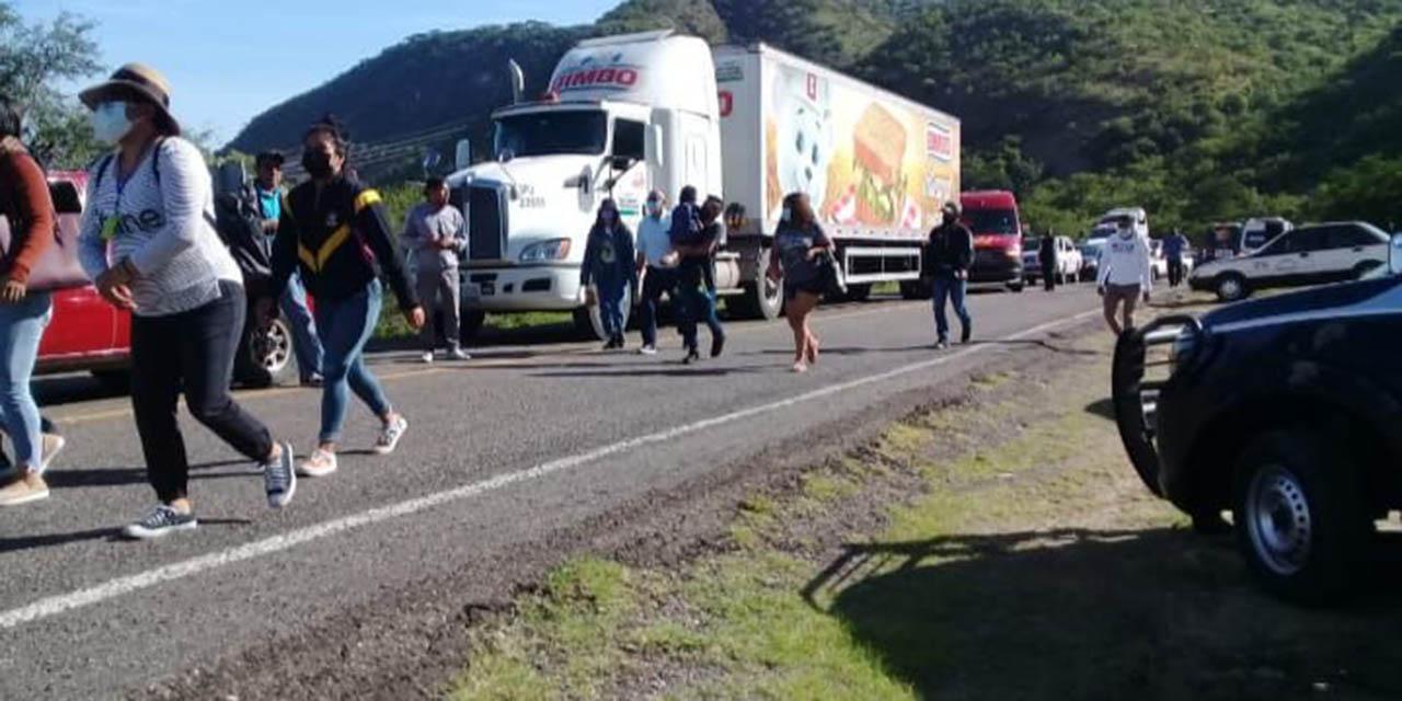 Bloqueo en carretera Huajuapan-Oaxaca por integrantes del Movimiento Agrarios Indígena Zapatista   El Imparcial de Oaxaca