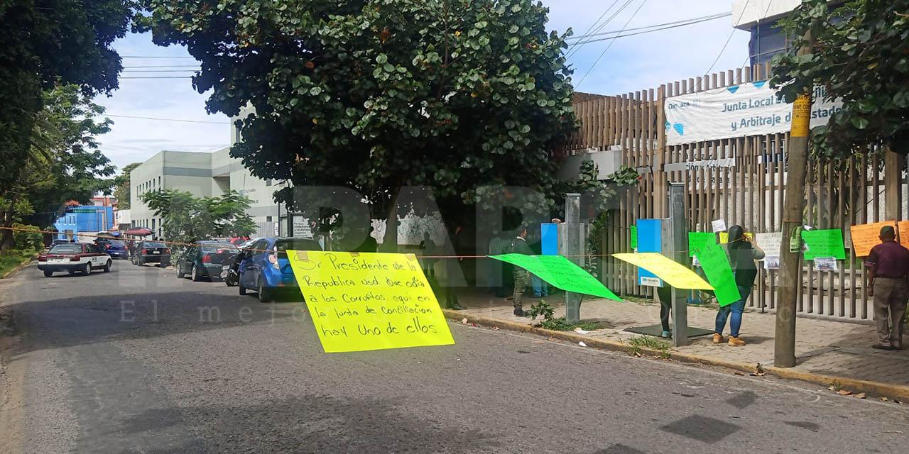 Trabajadores de la Comisión Estatal del Agua bloquean el boulevard Eduardo Vasconcelos   El Imparcial de Oaxaca
