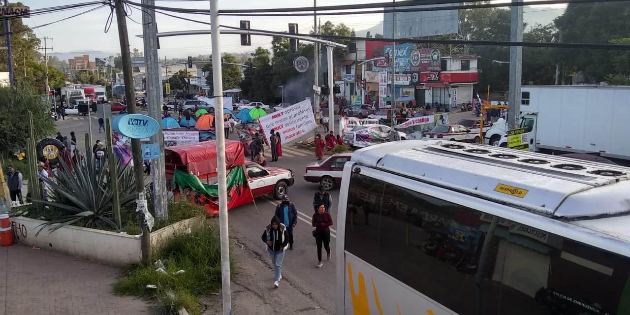 Continúa bloqueo en crucero de Hacienda Blanca por integrantes del MULTI | El Imparcial de Oaxaca
