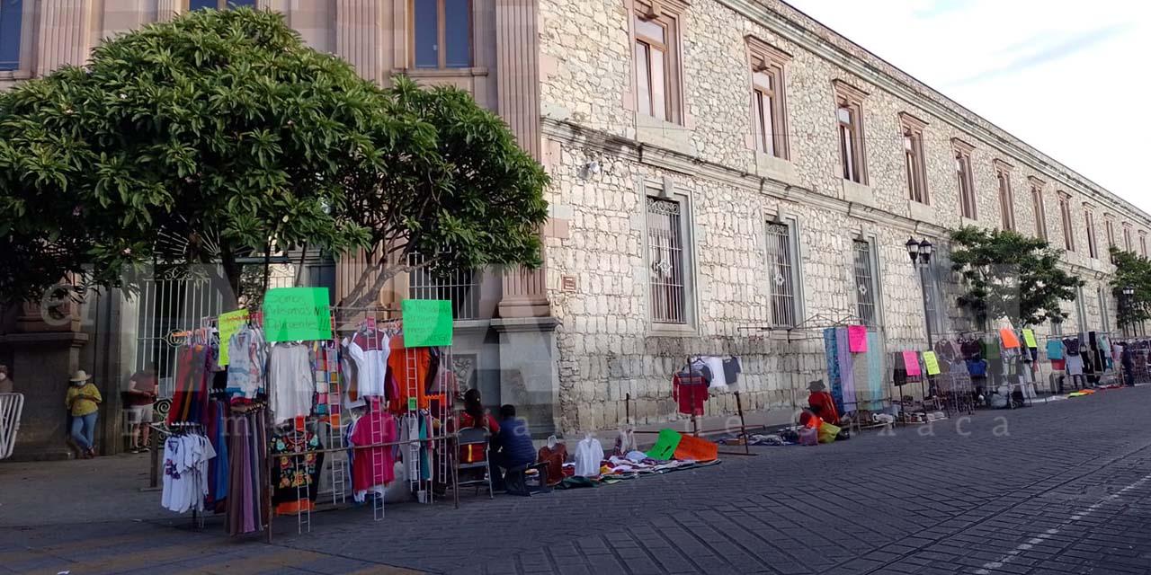 Comerciantes desalojados se instalan en la calle de Reforma | El Imparcial de Oaxaca