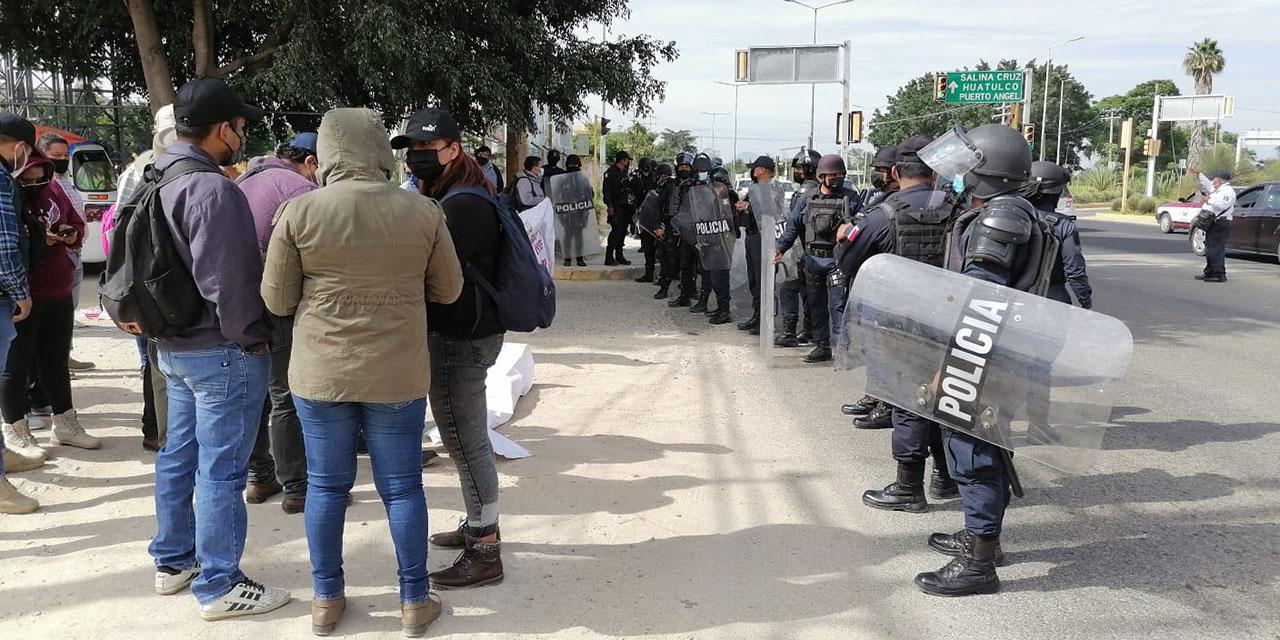 Detiene policía estatal movilización de la ENSFO | El Imparcial de Oaxaca