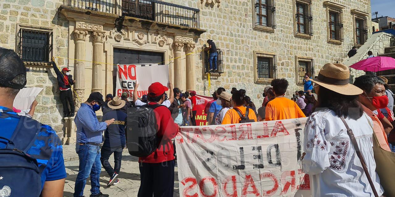 Locatarios de mercados marchan para exigir a autoridades municipales ordenamiento del ambulantaje | El Imparcial de Oaxaca