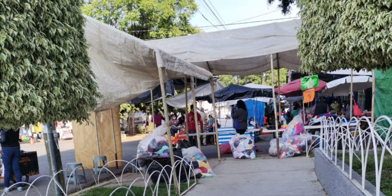 Tianguistas invaden y obstruyen banquetas en la colonia Reforma | El Imparcial de Oaxaca