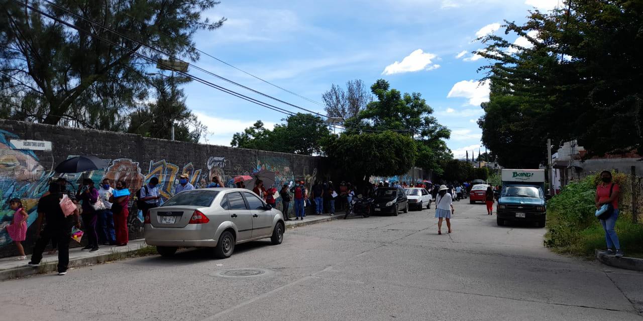 Por mala organización de Bienestar, quedan fuera de vacunación el primer día   El Imparcial de Oaxaca