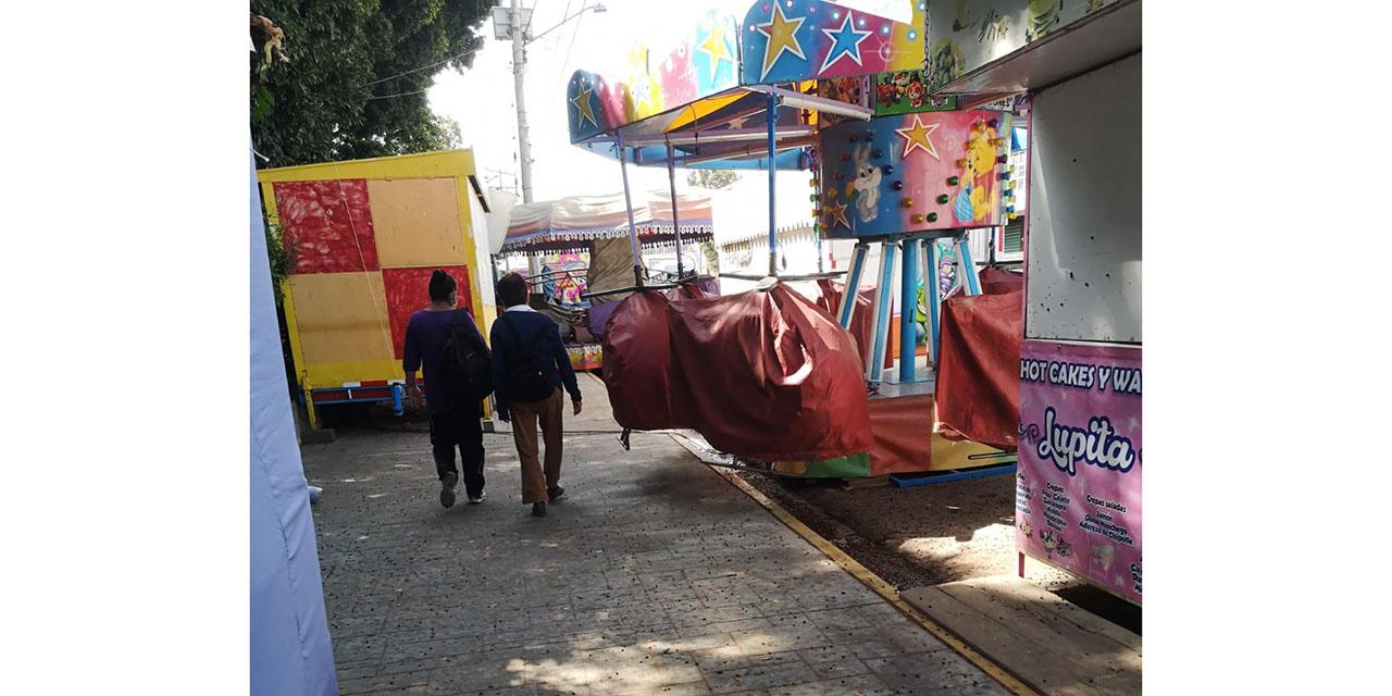 Juegos mecánicos obstruyen pasos peatonales en el Jardín Morelos | El Imparcial de Oaxaca