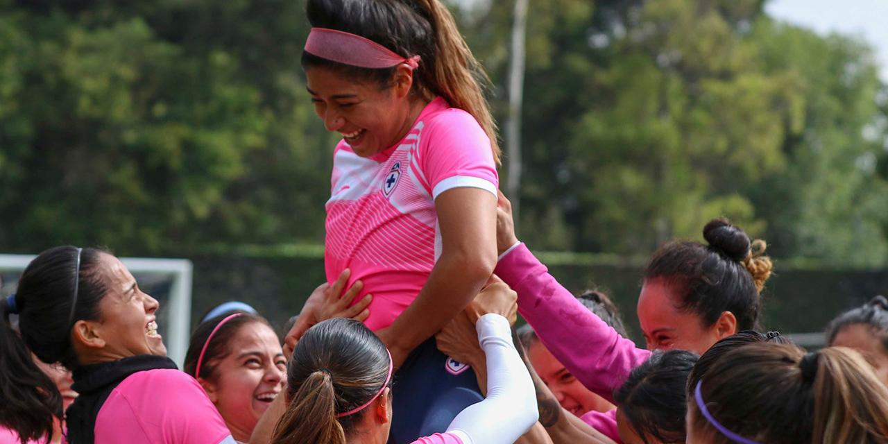 Dan cálida bienvenida a Eleisa Santos en el Cruz Azul   El Imparcial de Oaxaca