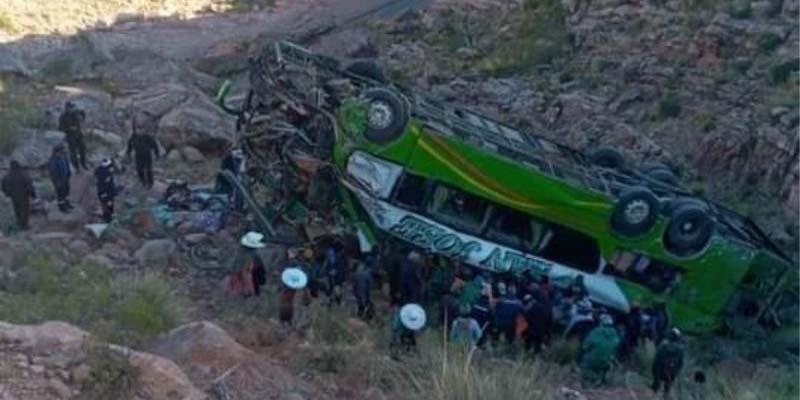 En Bolivia, autobús cae al precipicio y deja hasta el momento 18 personas muertas | El Imparcial de Oaxaca