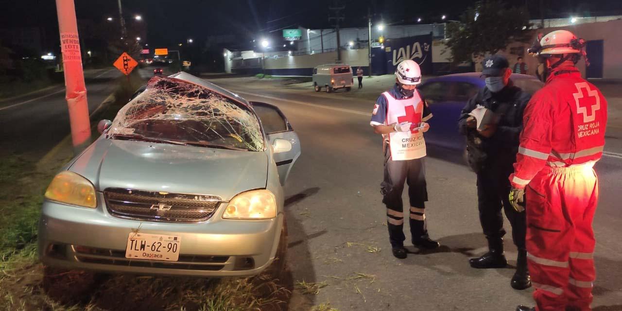 Vuelca, chocan y  abandonan auto en Hacienda Blanca | El Imparcial de Oaxaca