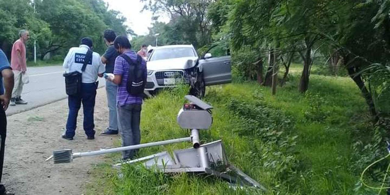 Se sale de la carretera y arranca una luminaria en San Juan Chilaca   El Imparcial de Oaxaca