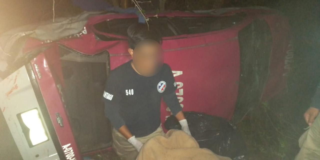 Auto cae a hondonada en carretera Huajuapan-Oaxaca | El Imparcial de Oaxaca