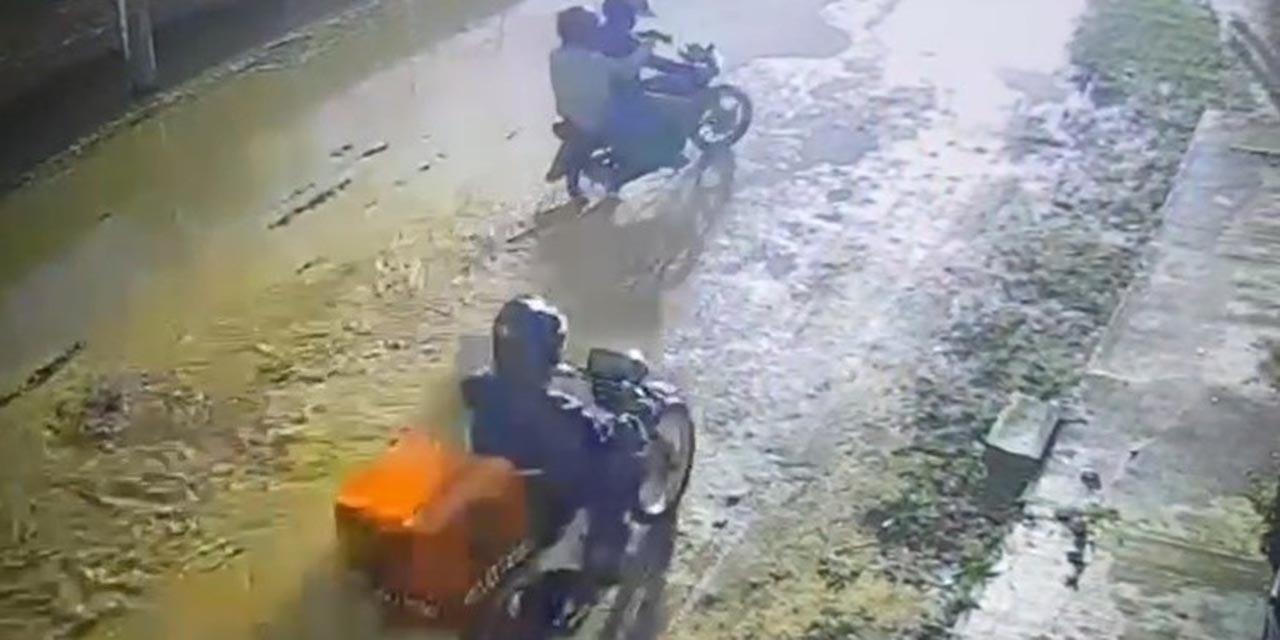 Le roban motocicleta a repartidor de pizza en Pueblo Nuevo | El Imparcial de Oaxaca