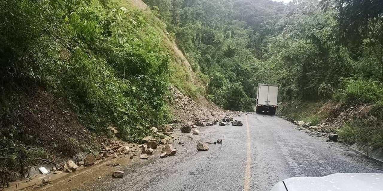 Generan lluvias derrumbes en carreteras de Oaxaca | El Imparcial de Oaxaca