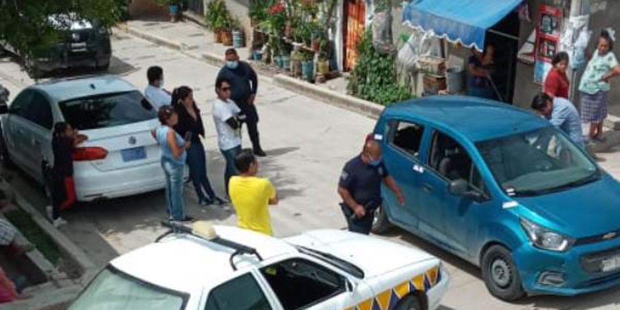 Chocan taxi y auto particular en agencia de Huajuapan | El Imparcial de Oaxaca