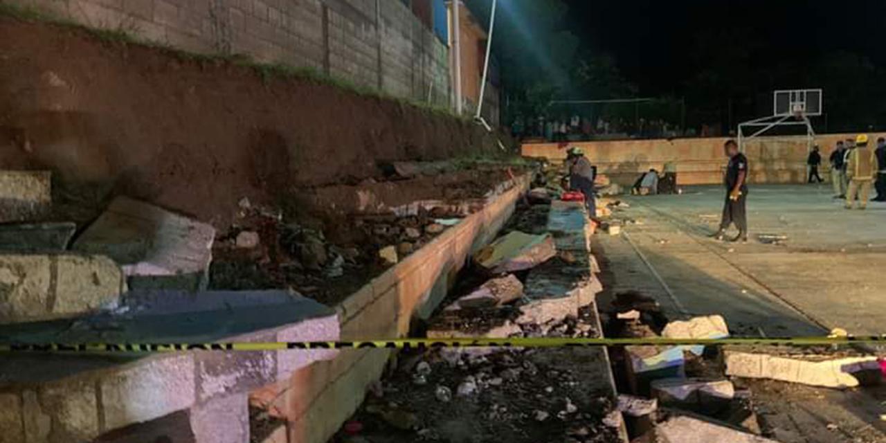Fallecen bajo los escombros después de colapsar barda | El Imparcial de Oaxaca