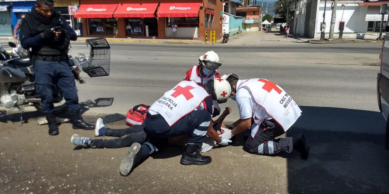 Se pasa el alto y arrolla a motociclista en La Experimental   El Imparcial de Oaxaca