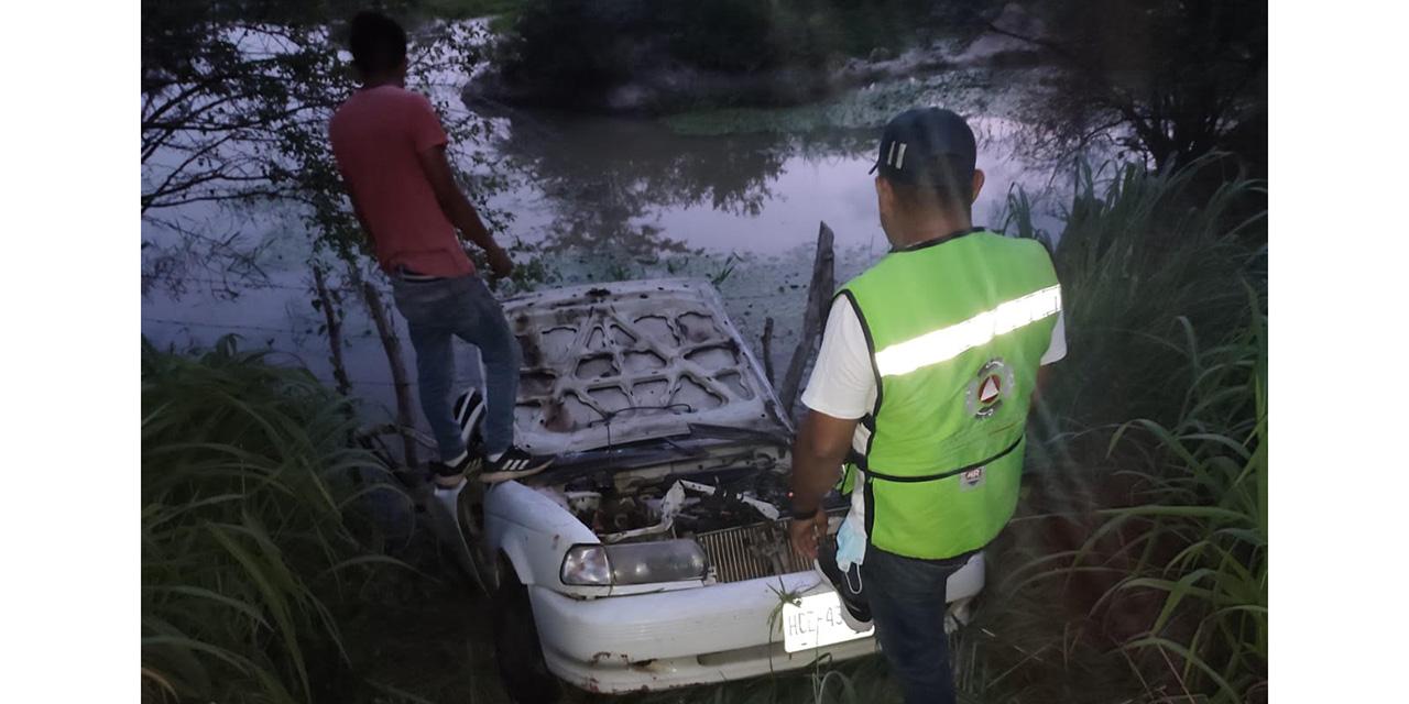 Vuelcan espectacularmente en la carretera 200   El Imparcial de Oaxaca