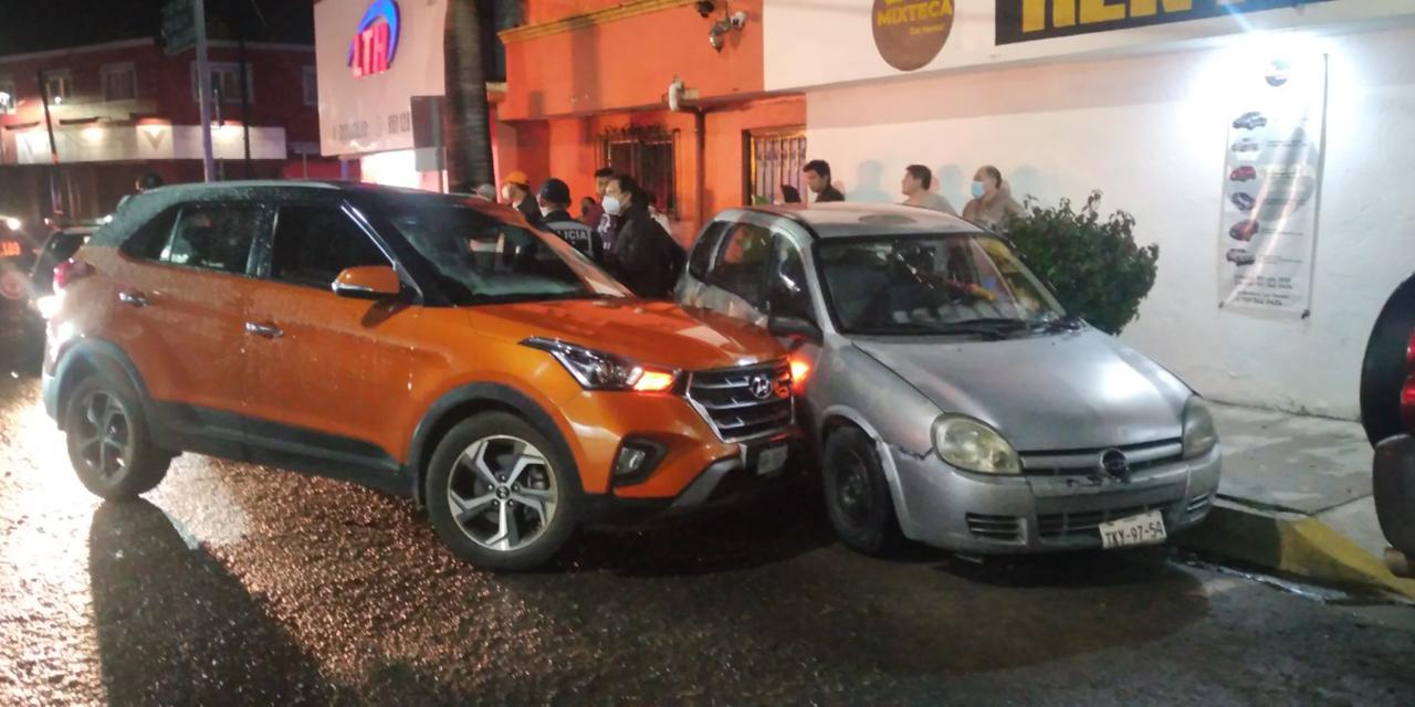 Se estampa contra auto estacionado en la Colonia Reforma | El Imparcial de Oaxaca