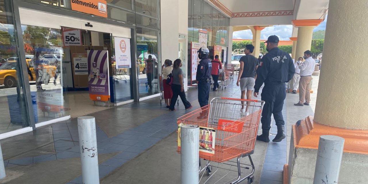 Hombre armado causa pánico en cajero de Plaza Oaxaca   El Imparcial de Oaxaca