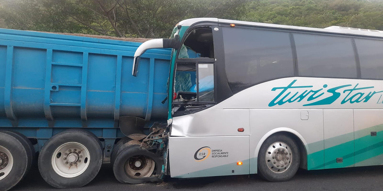 Un conductor muere prensado en autobús | El Imparcial de Oaxaca