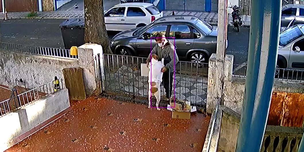 Video: Ladrón roba suéter a perrito que salió a saludarlo desde su casa | El Imparcial de Oaxaca