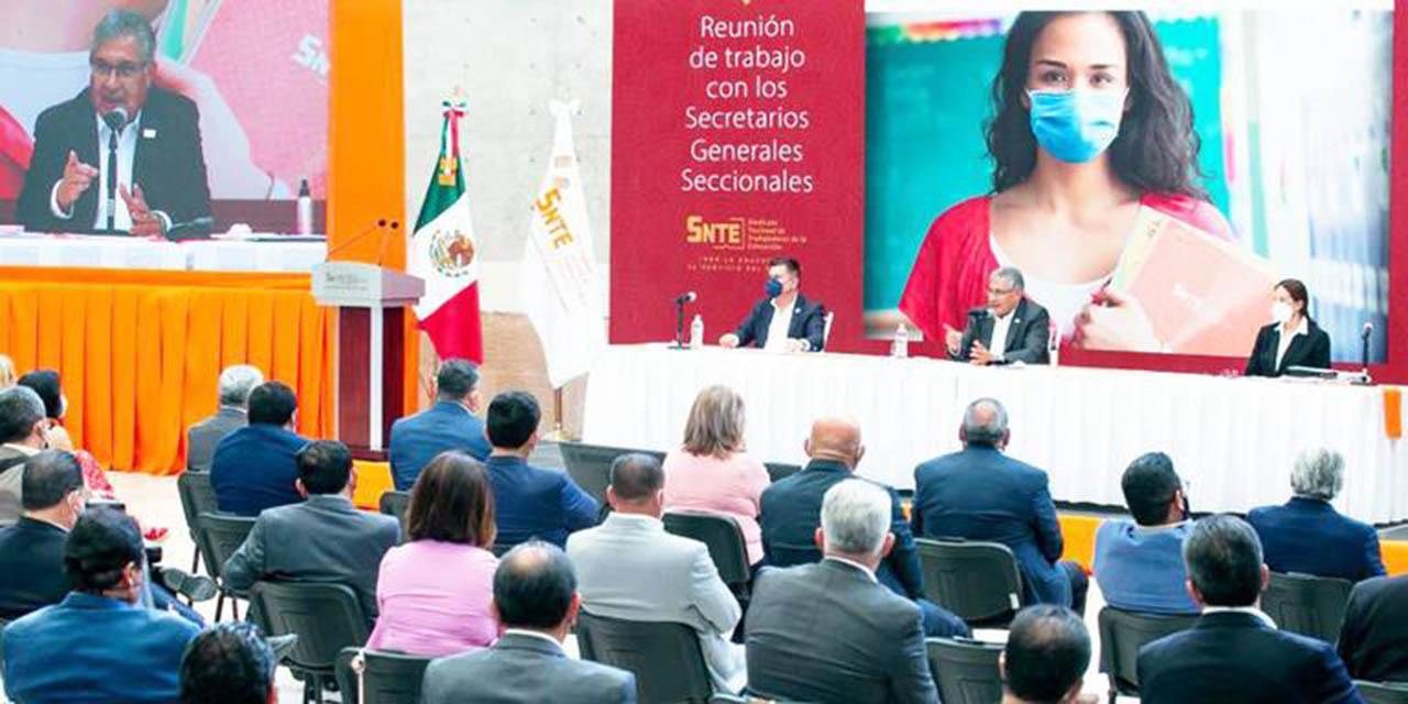 Incentivan a los maestros repartiendo casi 5 mil mdp   El Imparcial de Oaxaca