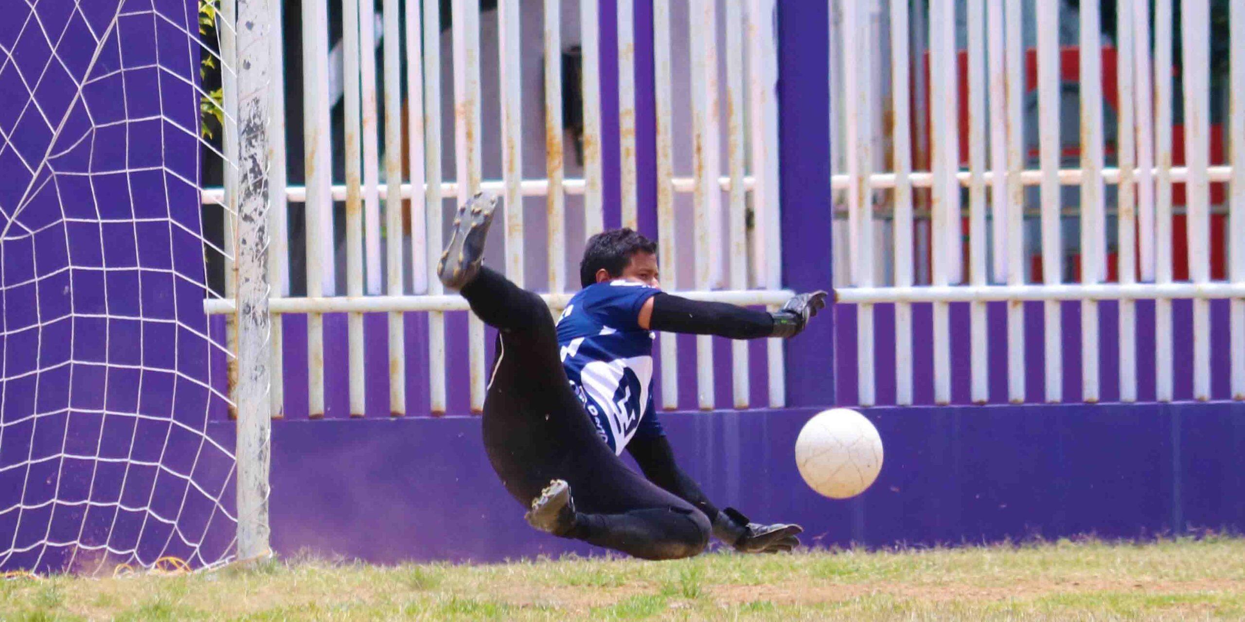 Con nueve hombres golearon a Unión Ixcotel en el futbol de veteranos   El Imparcial de Oaxaca