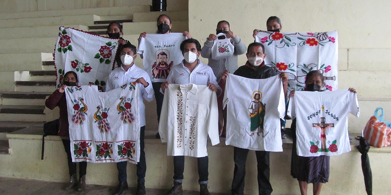 El IOA y el Fonart entregaron recursos a artesanas mazatecas | El Imparcial de Oaxaca