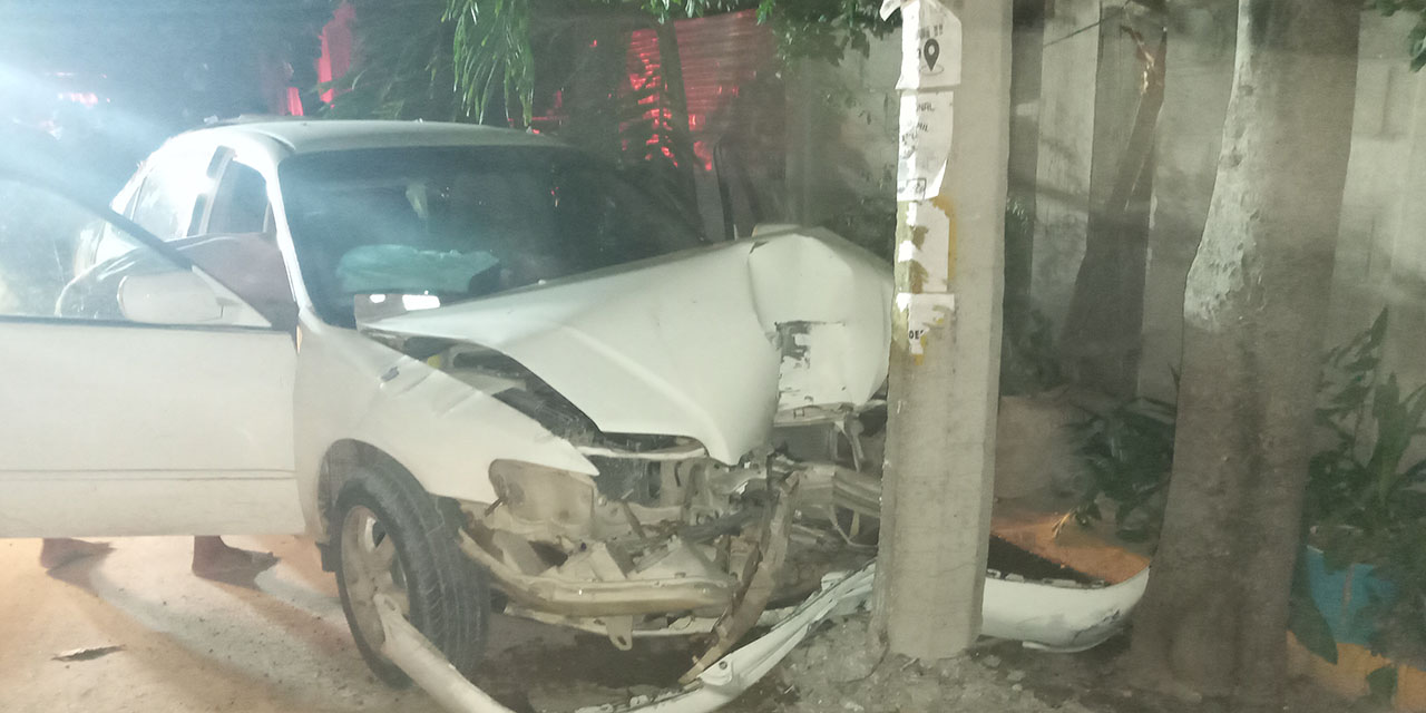 Conductor colisiona con poste de luz en Ixtepec   El Imparcial de Oaxaca