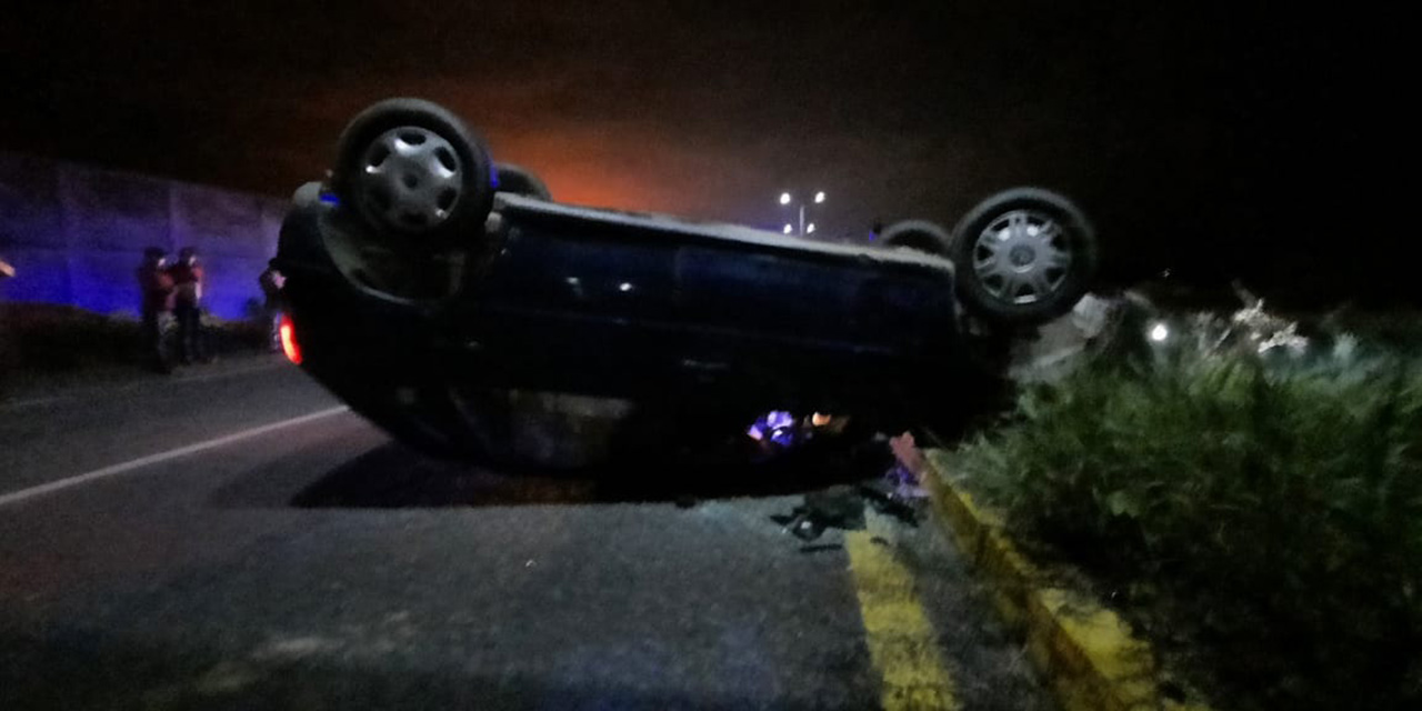 Abandonan auto volcado en carretera Tehuantepec-Salina Cruz | El Imparcial de Oaxaca