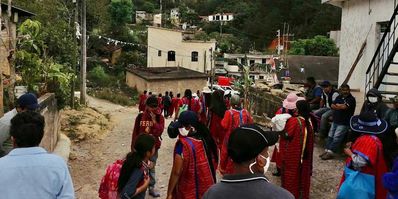 Siguen desplazados de Tierra Blanca en albergue de Yosoyuxi | El Imparcial de Oaxaca