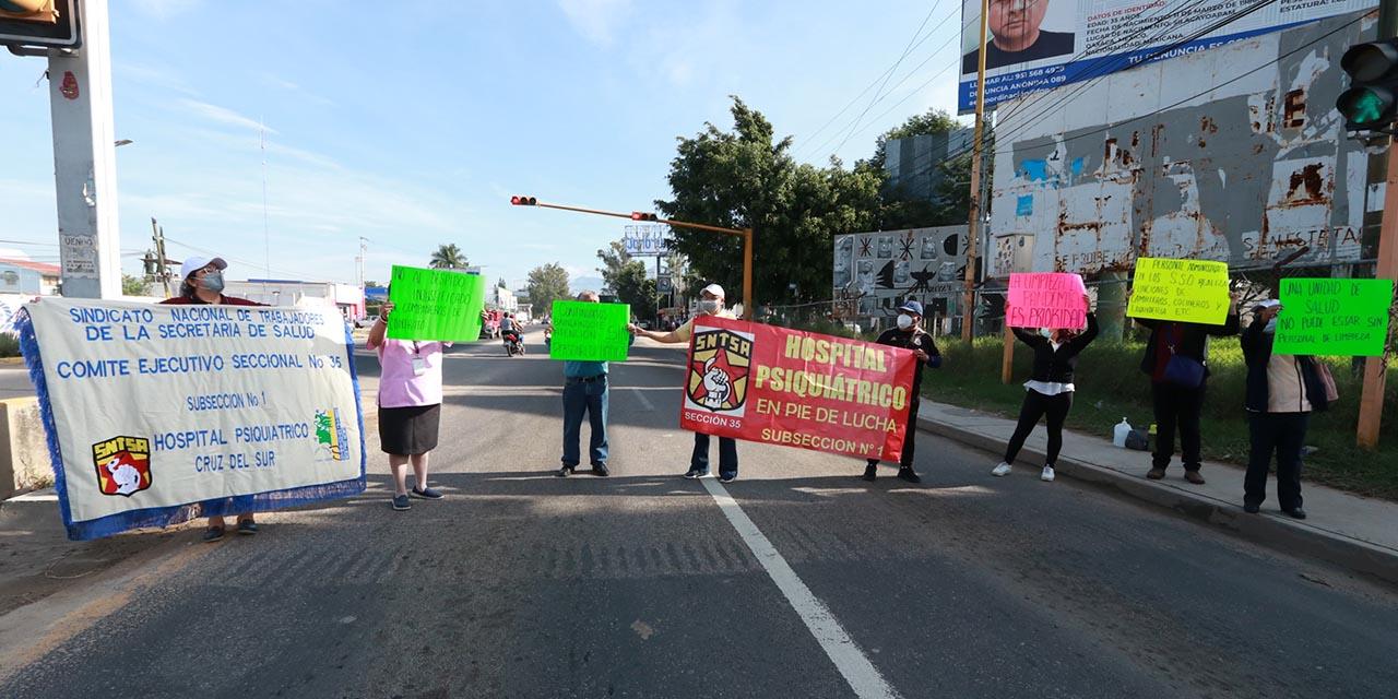 Protestan contra despidos en SSO   El Imparcial de Oaxaca