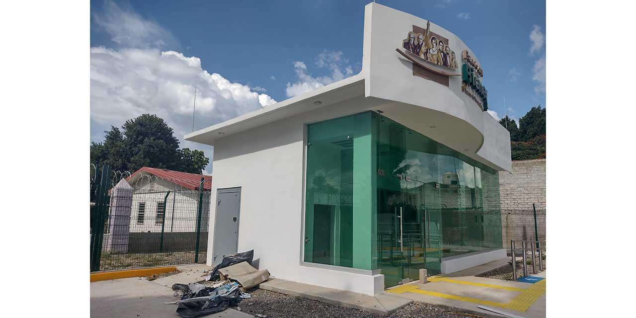 Banco Bienestar de Telixtlahuaca se está convirtiendo en basurero | El Imparcial de Oaxaca