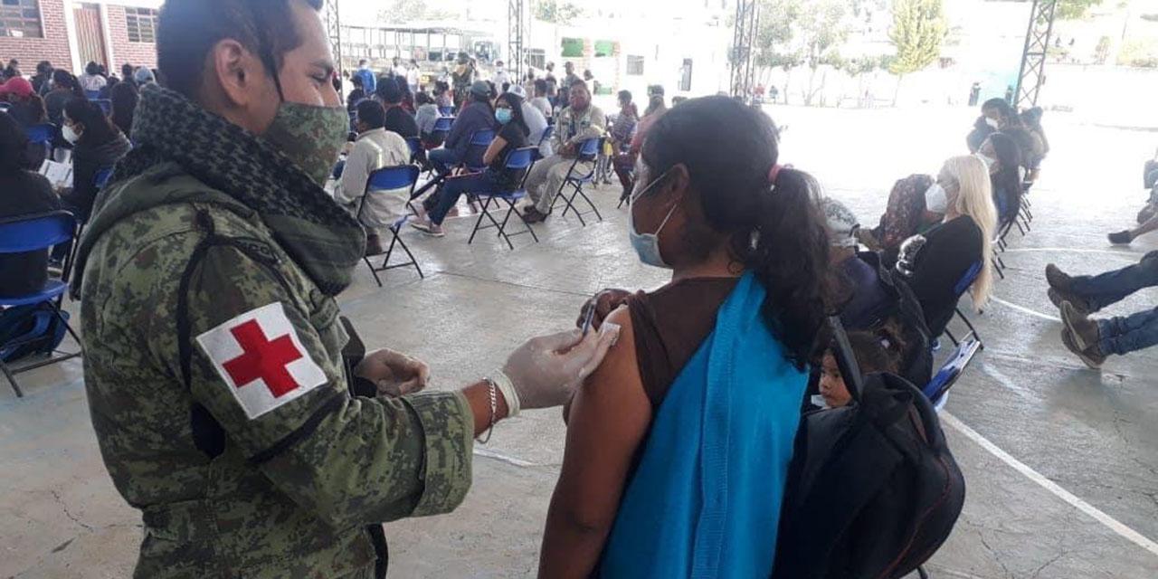 Población de 18 a 39 años de Tlaxiaco, en espera de ser vacunados | El Imparcial de Oaxaca