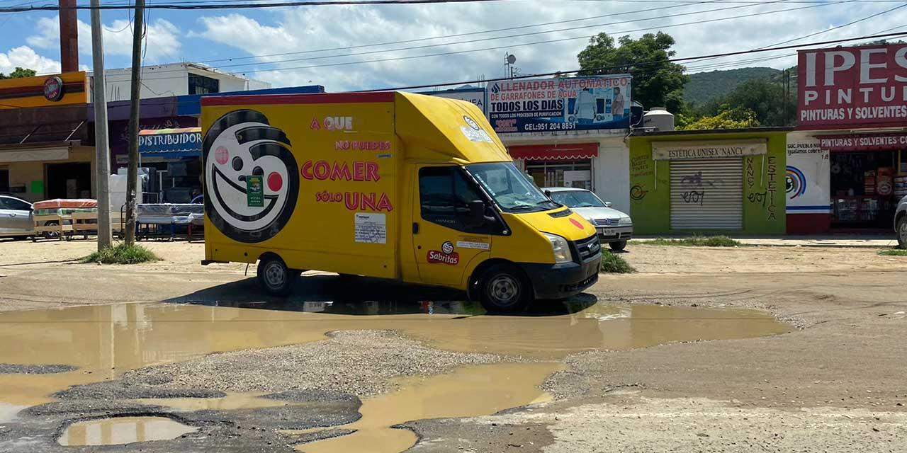 Sin atención gubernamental, grandes baches en carretera federal 190   El Imparcial de Oaxaca