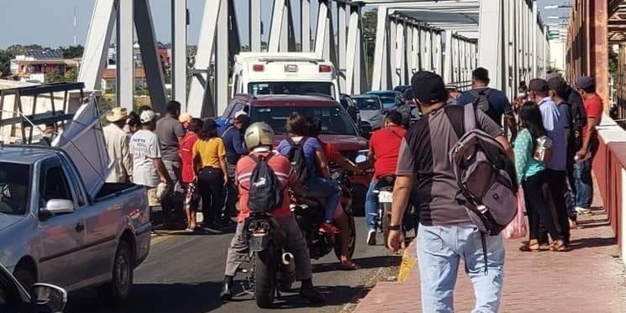 Vecinos de Tagolaba bloquean en el Puente de Fierro   El Imparcial de Oaxaca